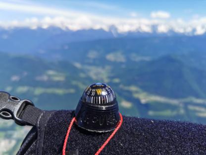 Boussole de parapente CHOUKA au cockpit (+ le vario)