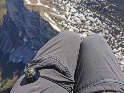 CHOUKA Paragliding compass strapped on the leg